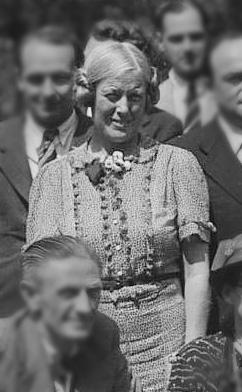 Photo_7_Council_1938,_WRI_Muriel_Lester